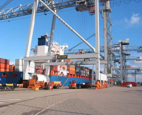 Kraanbaan aanleggen in de haven